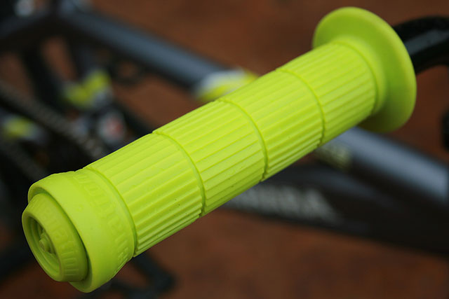 Alienation backlash bmx grips_green