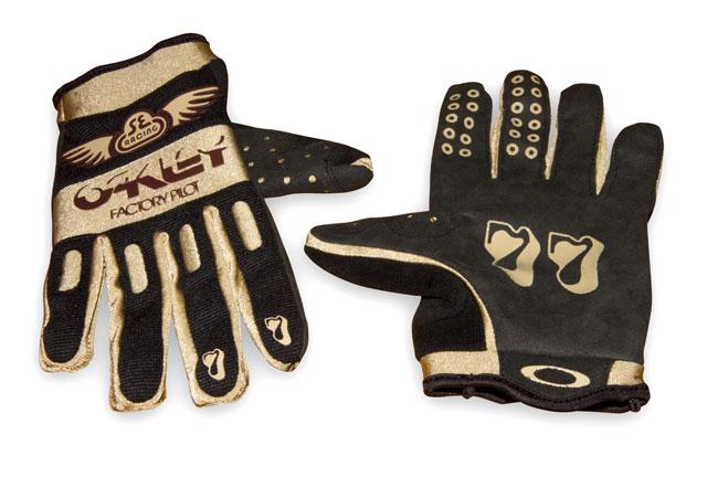 SE Oakley Glove